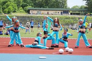 Taneční skupina Aktiv měla na frýdecko-místeckém stadionu vystoupení .