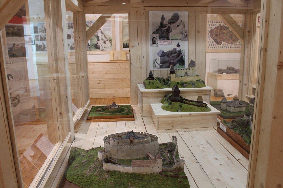 Expozice Země hradů se nachází v budově Turistického informačního centra.