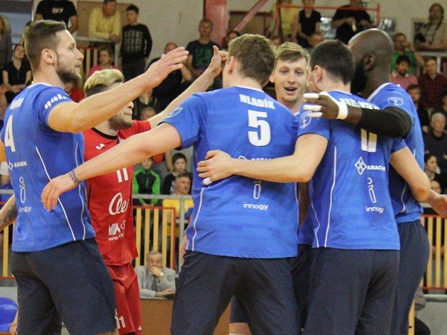 Barážová série mezi Black Volley Beskydy a Aerem Odolena Voda pokračuje v sobotu rozhodujícím zápasem na palubovce soupeře.