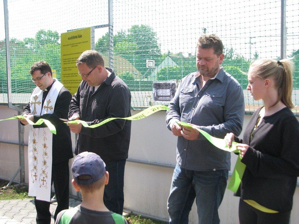 Ve Sviadnově v sobotu dopoledne slavnostně otevřeli nově zrekonstruovaného hřiště.