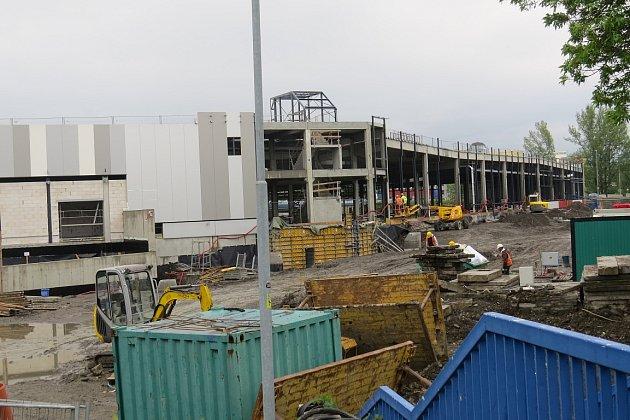 Květen 2014.Vprvní polovině dubna dokončili stavbaři hrubou stavbu, vkvětnu byly práce vpolovině.