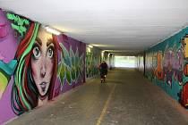Podchod pod Beskydskou ulicí ozdobily graffiti.