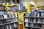 Jan Becher provozuje knihkupectví vcentru Frýdku-Místku poblíž náměstí Svobody. Patří knejznámějším vcelém regionu.