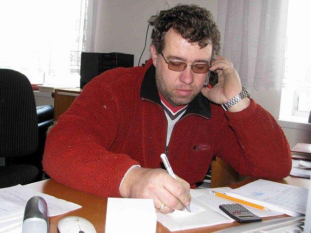 Tomáš Slípek při pracovním hovoru.