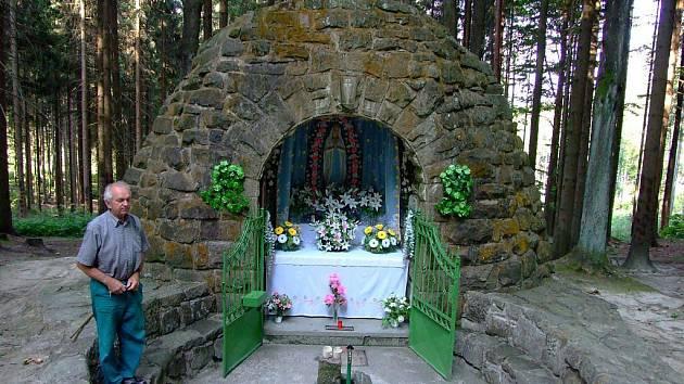 Lurdská kaple.