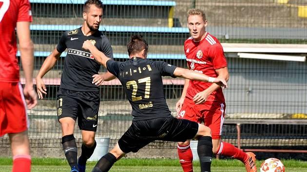 Tomáš Omasta (v červeném) litoval drobného výpadku mužstva po vedoucí brance.