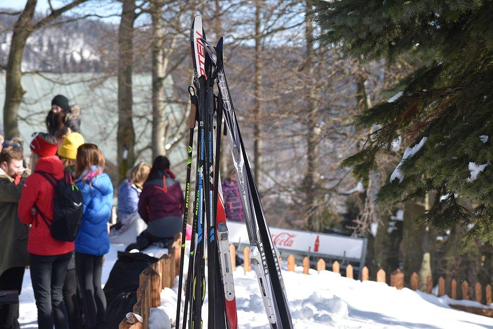 Pustevny jako obvykle ožily o víkendu návalem turistů, 20. února 2021.
