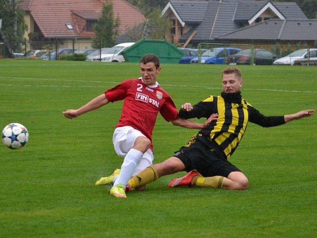 Fotbalisté Lučiny (v červeném) se rozešli s nováčkem I. B třídy z Věřňovic smírně 1:1.