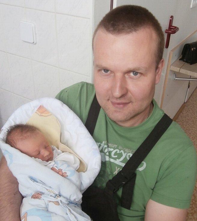 Ema Juríková s tatínkem, Frýdek-Místek, nar. 18. 4., 48 cm, 2,90 kg. Nemocnice ve Frýdku-Místku.