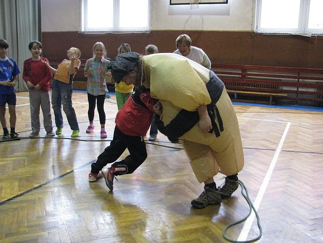 Žáci z 6. základní školy ve Frýdku-Místku se v pátek 31. května nemuseli učit.