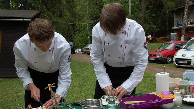 Rekreační středisko Pasieczki v Košařiskách hostilo v sobotu kulinářskou soutěž Beskydské kotlíky. Utkala se dvoučlenná družstva kuchařů gastronomických škol.