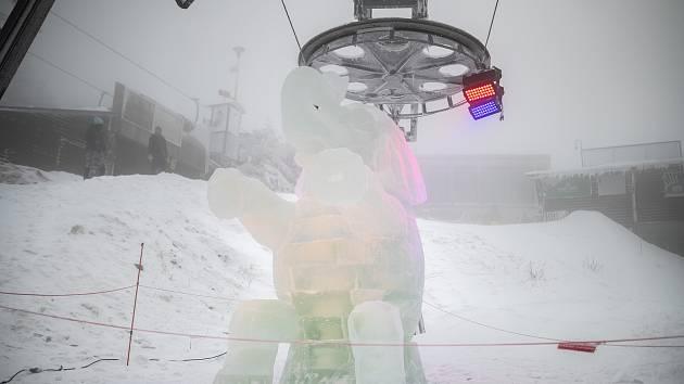 Ledové sochy na Pustevnách. 13. února 2021.