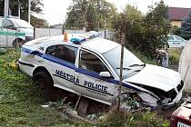 Nehoda mezi vozidlem strážníků a automobilem Ford Fiesta se stala v pondělí 28. září kolem šestnácté hodiny.