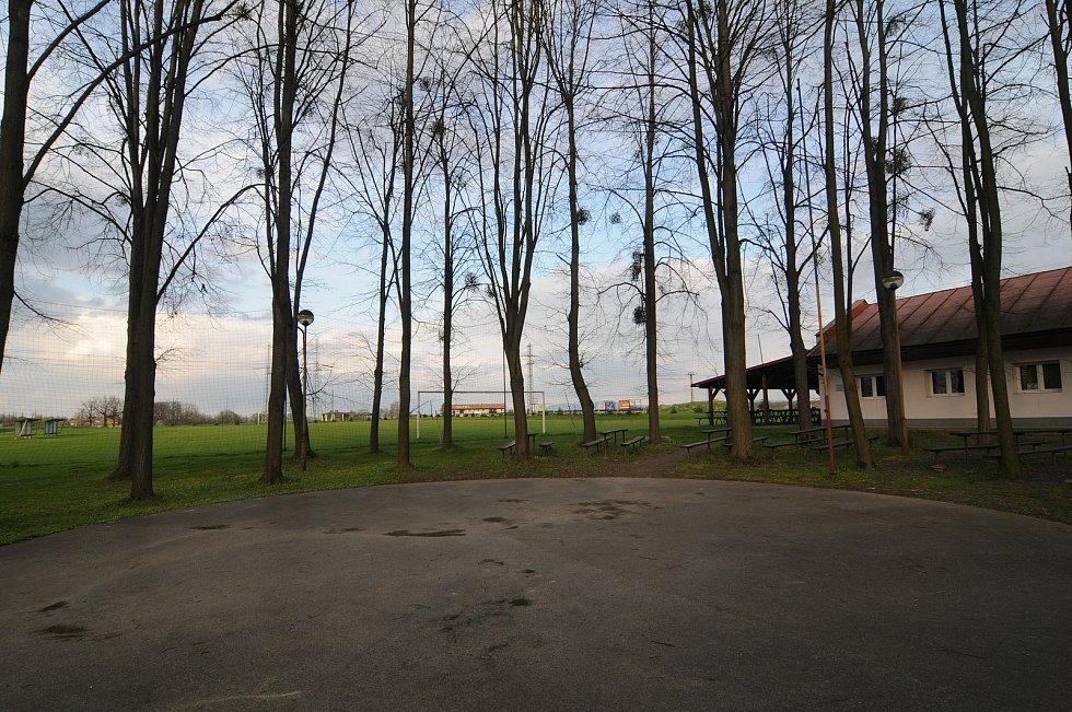 Sportovní areál s fotbalovým hřištěm v Dolních Tošanovicích.