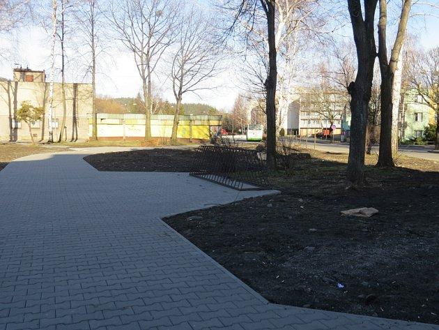 Park u vlakové zastávky ve Frýdlantě nad Ostravicí.