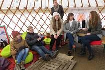 Posezení v jurtě nebo slavnostní otevření Jídlobudky. V centru Třince bylo včera rušno.