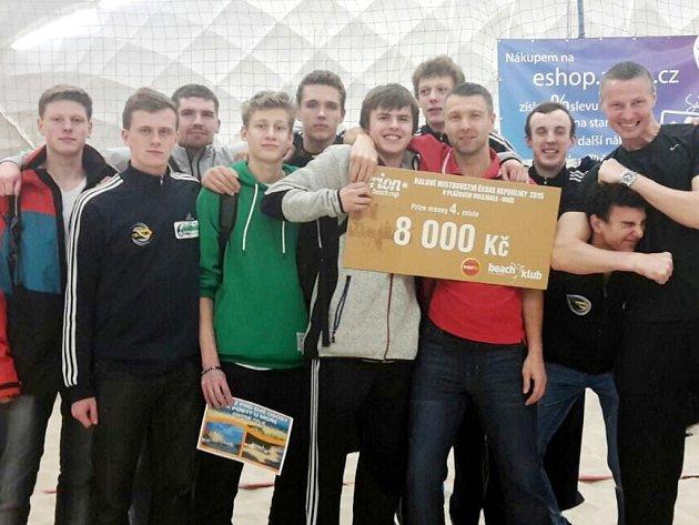 Frýdecko-místečtí trenéři společně se svými svěřenci.