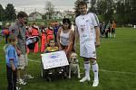 Honzík Matlák z Ostravy získal padesátitisícový šek jako podporu v boji proti jeho těžké nemoci.
