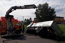 Vyprošťování nákladního automobilu v Raškovicích.