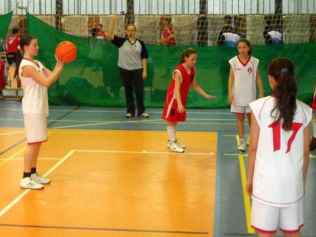 Fotky z utkání mladších minižákyň U12 proti BK Havířov.