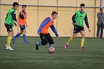 Teprve třináctiletý fotbalista Adam Mrkvička (u míče) byl na zkoušce v Itálii.