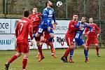 Třinečtí fotbalisté (v červeném) remizovali se Znojmem 1:1.