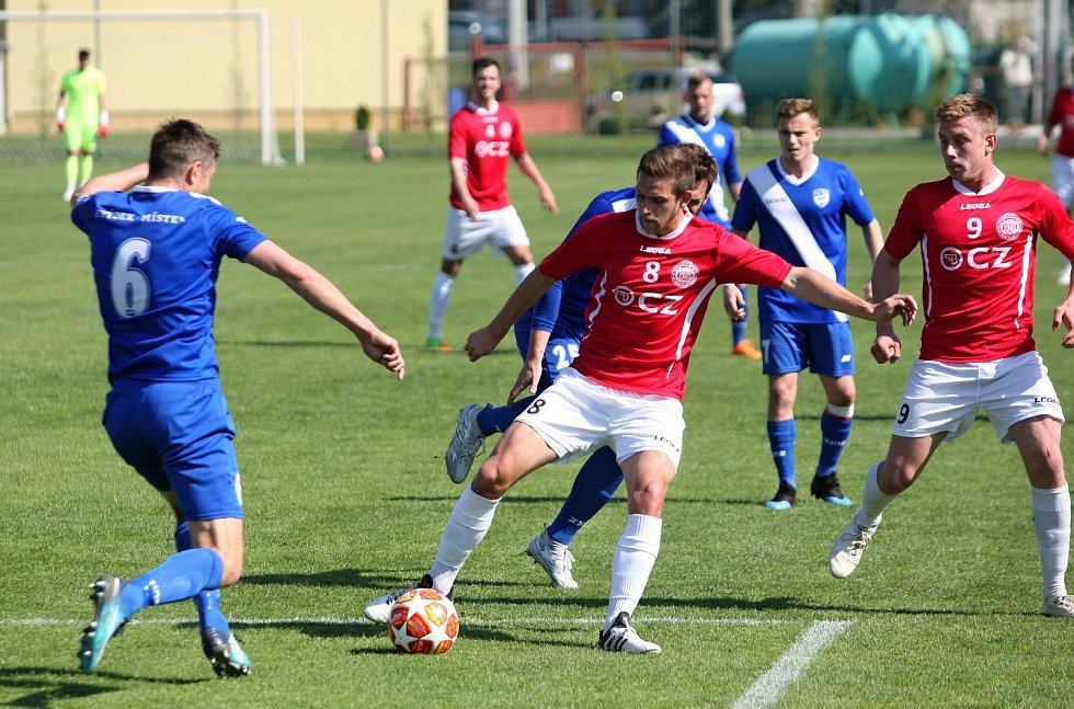 Fotbalisté Uherského Brodu (v červených dresech) prohráli ve 21. kole MSFL s Frýdkem-Místkem 0:1.