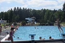 Letní koupaliště v Třinci. Návštěvníci si zde pochvalují nejen kvalitu vody.