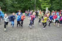 Na startu letošního devátého ročníku Běhu místeckým parkem se sešlo na 130 mladých běžců.