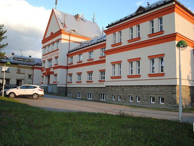 Masarykova ZŠ a MŠ v Hnojníku.