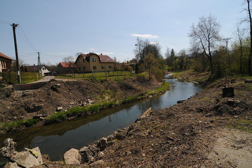 Fryčovicemi protéká říčka Ondřejnice.