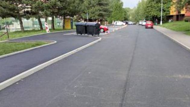 Sídlištní komunikace ve Frýdku-Místku dostávají nový asfalt.