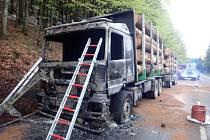 Požár kamionu u česko-polské hranice v Bílé.