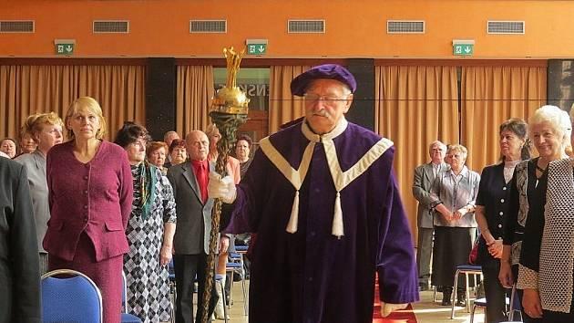 Univerzita třetího věku začala v Třinci slavnostní imatrikulací.