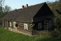 Dřevěné stavitelství vregionu Slezská brána. Tak se jmenuje publikace, která je výstupem dvouletého průzkumu dřevěného stavitelství v obcích, patřících do mikroregionu.