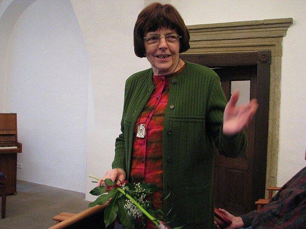 Draža Kristýnková na zámku ve Staré Vsi nad Ondřejnicí, kde můžete spatřit její výstavu.