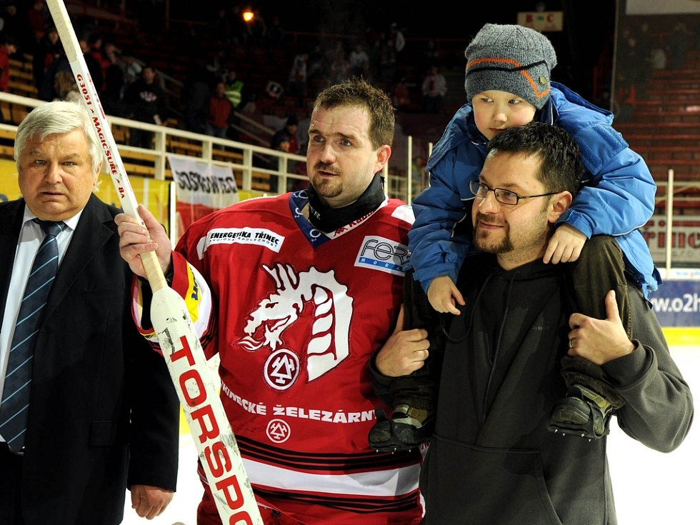 Vydražená hokejka Martina Vojtka.