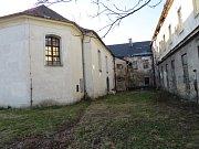 V opravené části starého jablunkovského mohou lidé vidět stovky Biblí a křesťanských knih. Nadšenci počítají s rekonstrukcí jablunkovského kláštera, která umožní podstatné rozšíření expozice.