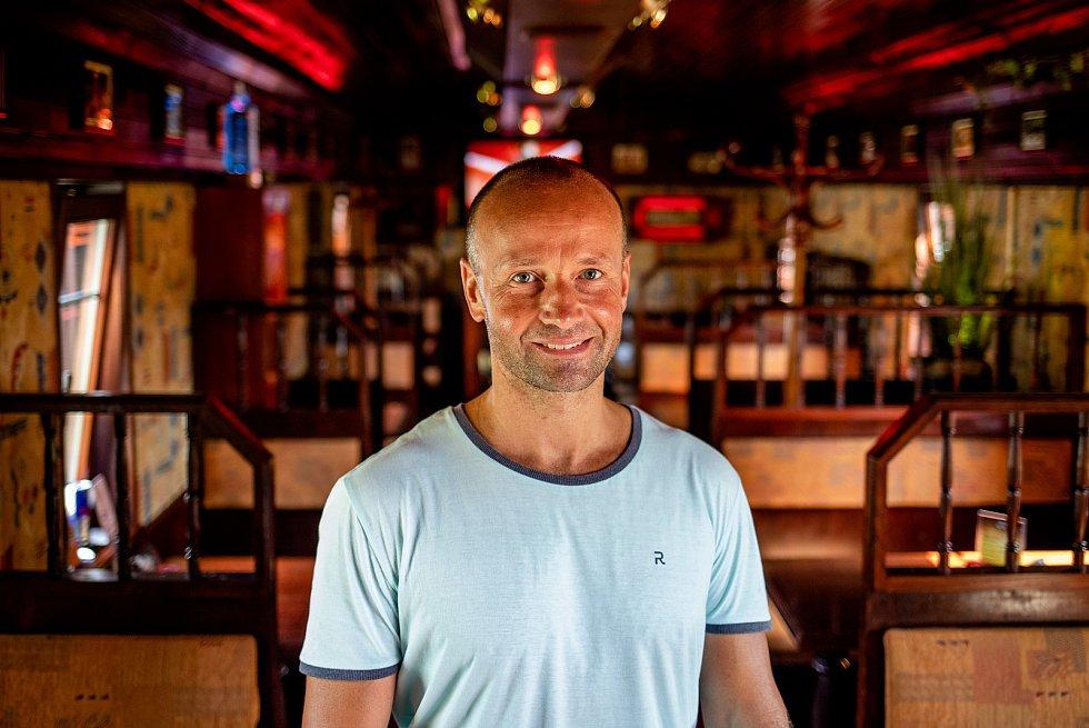 Vagón cafe bar, 29. července 2020 ve Frýdku-Místku. Majitel Marek Zoun.