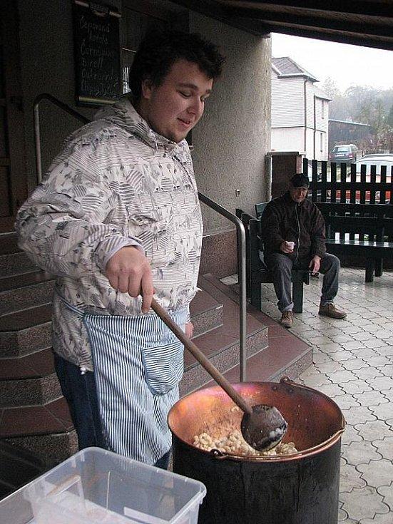 Stovky lidí zamířily v sobotu 7. listopadu na šestý Jarmark řemesel v Krmelíně.