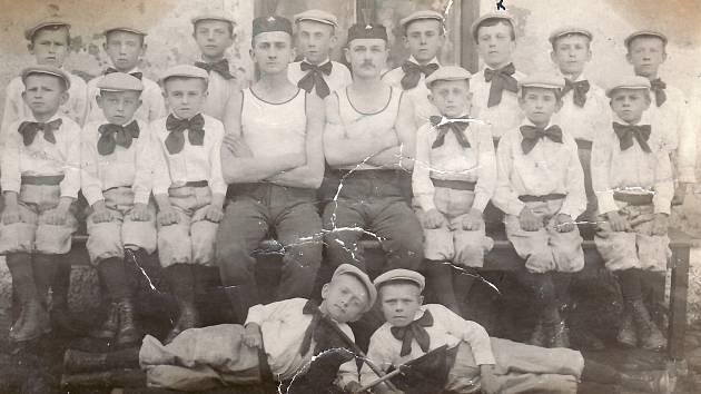 Dělnická tělocvičná jednota byla založena v roce 1919. Foto z roku 1920.