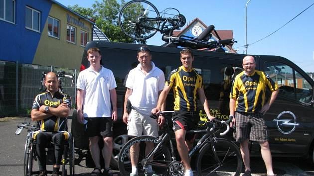 Účastníci extrémního cyklistického závodu Opel handy cyklo maraton.