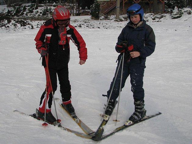 Lyžaři, kteří o víkendu zavítali do areálu sjezdovky v Malenovicích, ocenili nejen slunečné počasí, ale i dobře upravený svah.