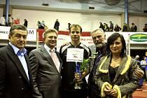 K ukončení sportovní kariery Tomáši Janků blahopřáli  Jiří Cienciala, Ján Moder, otec a Věra Palkovská.