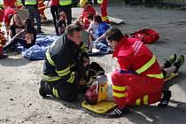 Cvičení složek IZS při simulované havárii autobusu v Mostech u Jablunkova.