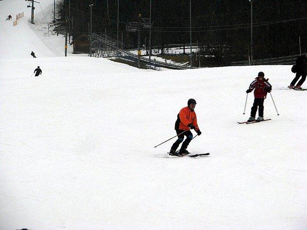 Na svazích leží v průměru 60 centimetrů sněhu.