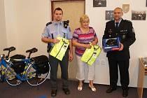 Primátorka Frýdku-Místku předala policistům další dvě jízdní kola.