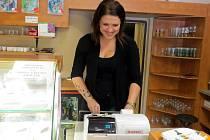 S touto pokladnou se po zavedení povinné elektronické evidence tržeb bude muset rozloučit i Veronika Páleničková, která pracuje v jedné místecké cukrárně.