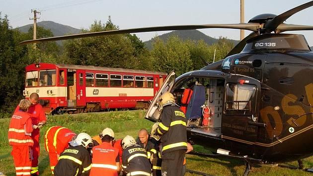 Zásah záchranářů při srážce auta s vlakem v Ostravici.