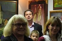 V Galerii pod zámkem ve Frýdku-Místku v současné době vystavuje své obrázky Iva Hüttnerová.